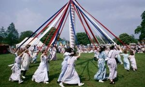 5 Facts about May Day and the Early May Bank Holiday - Maypole Dancing