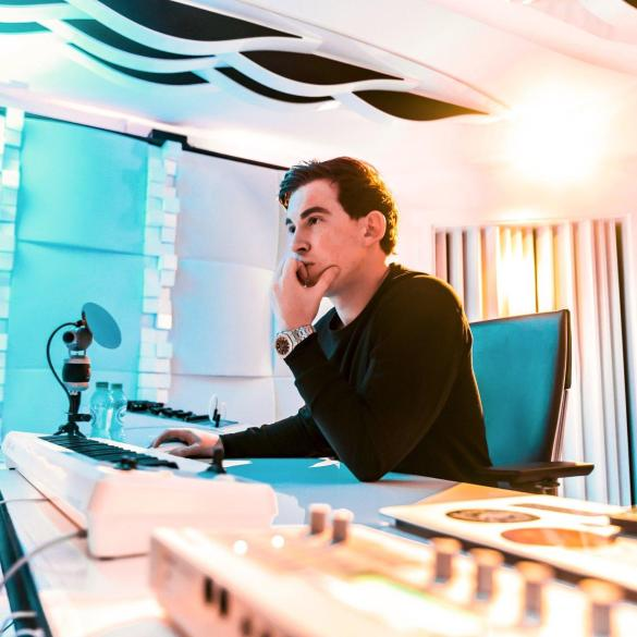 Hardwell in the studio