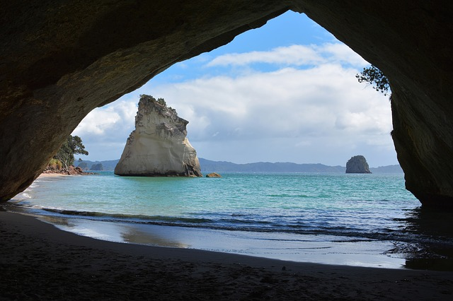 Cathedral-cove-New Zealand