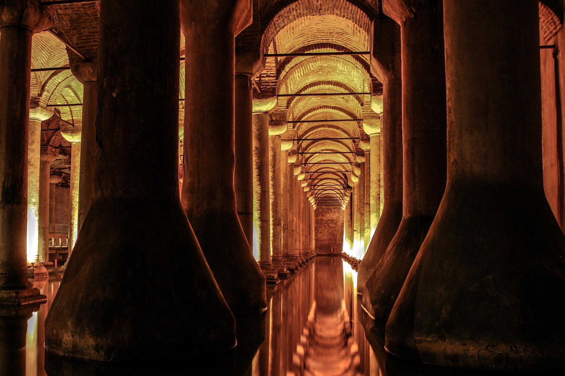 Basilica-Cistern-Istanbul-inside