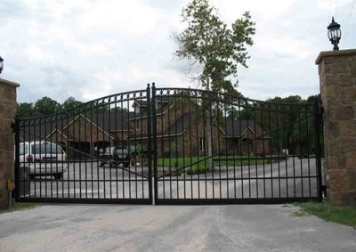 Black Arched Double Drive Gate Ascot with Circles