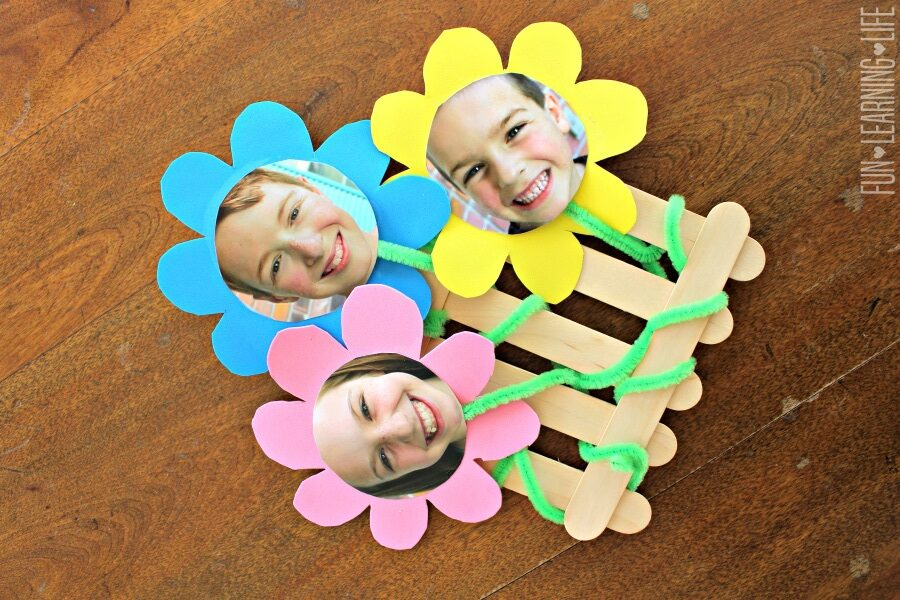 Flower Frame Craft That Looks Like A Picket Fence by funlearninglife.com