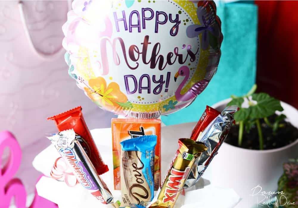 Mother's Day Candy Bouquet DIY by downredbuddrive.com