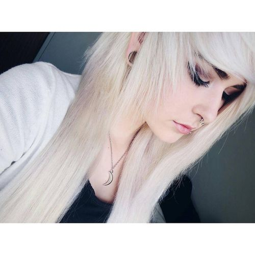 popular blond emo hairstyles
