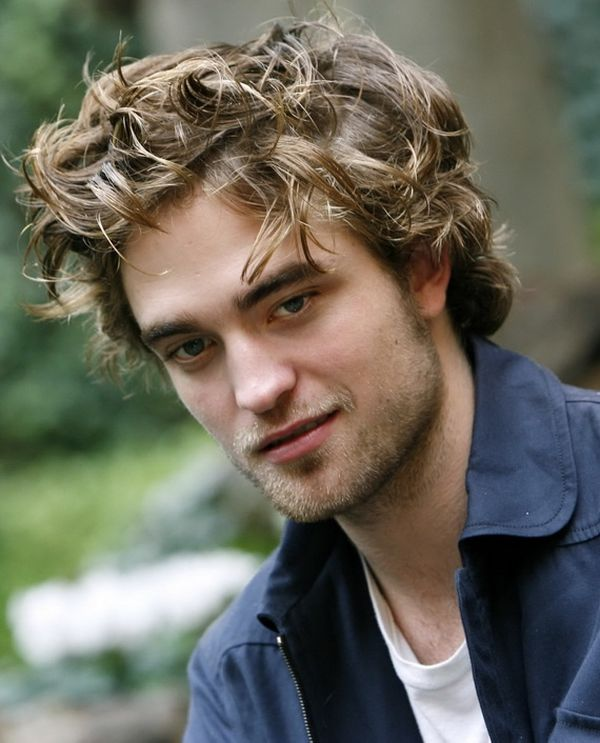 Messy Hairstyles for Men with Curly Hair 3