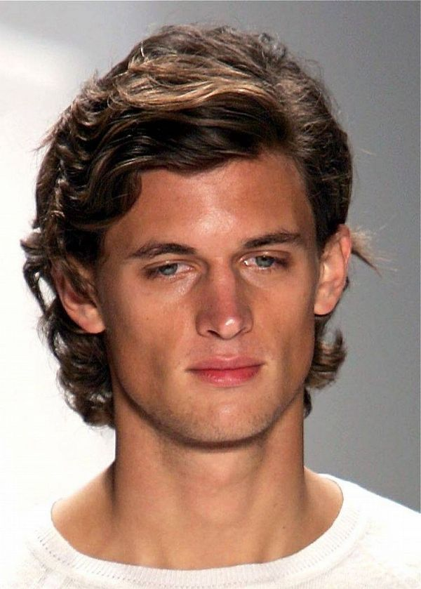 Long and wavy hairstyle