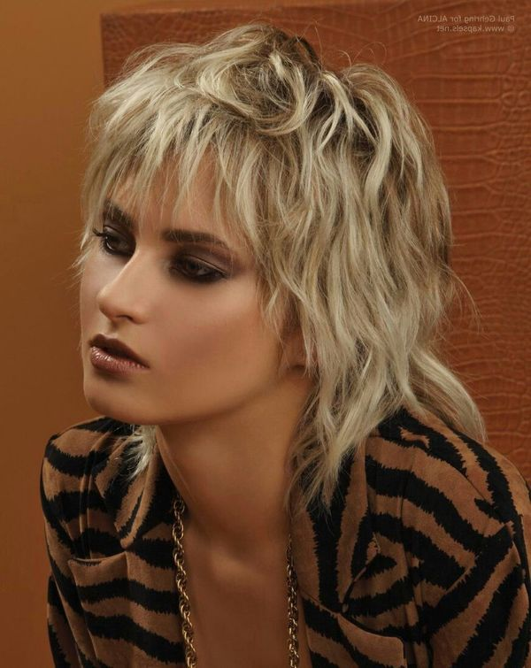 Ideas of short shaggy haircuts with bangs 1