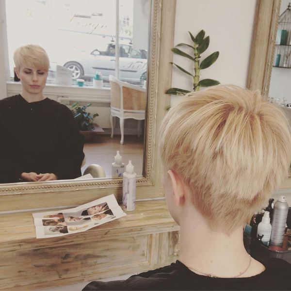 Nice Short Haircuts with an Oblique Fringe0