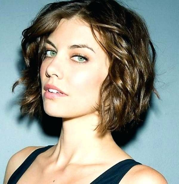 Best Short Curly Haircuts for Wavy Hair 3