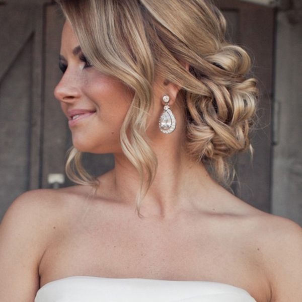 Best Wedding Hairstyles For Girls With Long Thick Hair 3