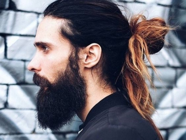 Hipster guy look: Man bun, Ponytail, Top knot 3
