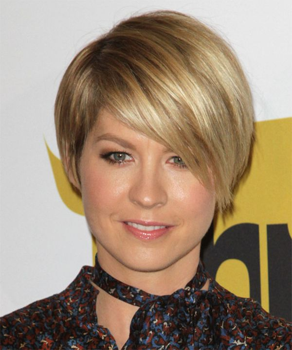 Cute female short hairstyles for straight hair 3