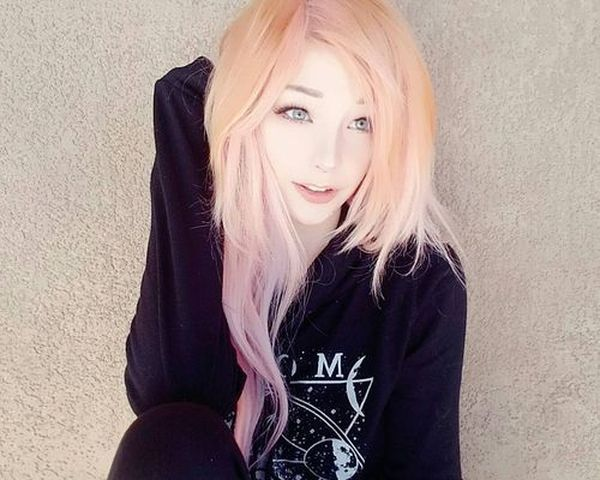 Eyecatching long emo hairstyles for girls 1