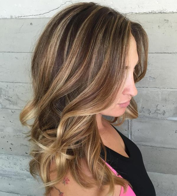 Girls with highlights in wavy brown hair 2