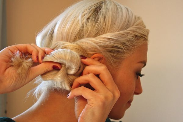Shoulder Length Hairstyle Updos For Women 1