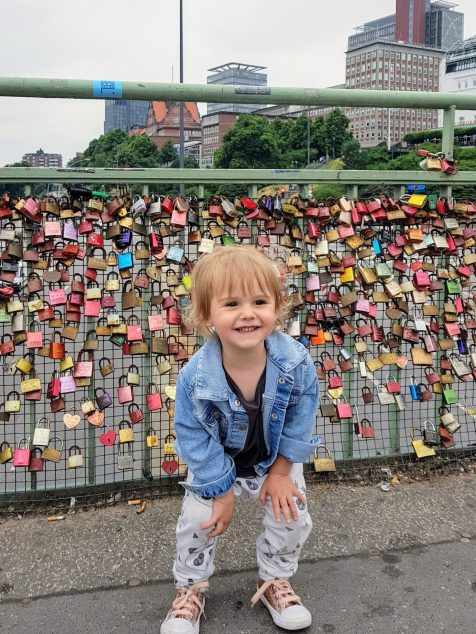 Mother and Daughter on St Pauli Piers Bridge| Maternity leave & the things i'm looking forward to
