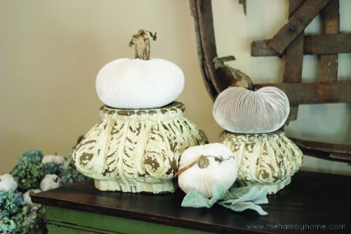 velvet-pumpkin-pedestals-horiz