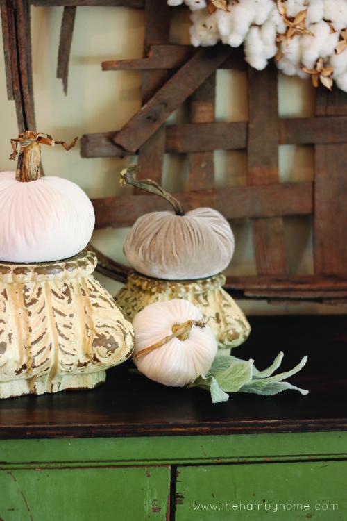 velvet-pumpkins-on-pedestals