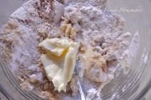 Blend butter, sugar, cinnamon, flour and pecans