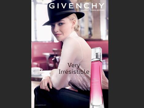 Amanda Seyfried es la nueva cara de Givenchy Perfums