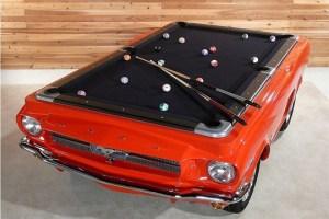 Un coche como mesa de billar