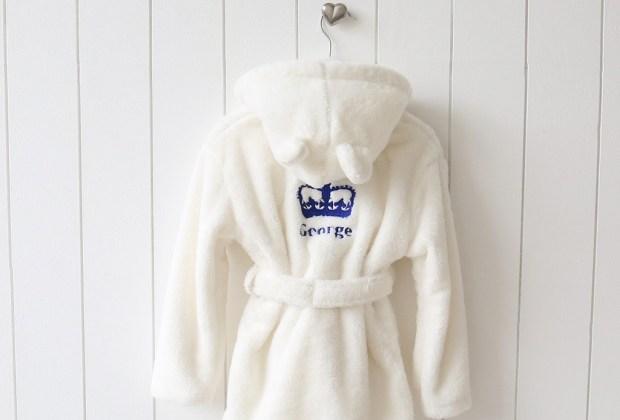 Arma un spa para niños en tu casa - bata-pesonalizada-ninos-1024x694