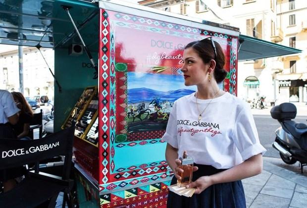 El make up de Dolce & Gabbana recorre las calles de Milán - dolce-gabbana-rickshaw-3-1024x694