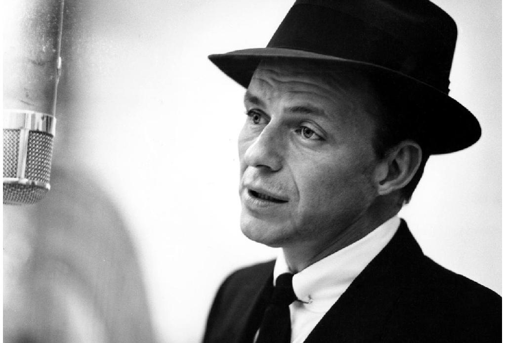 Escucha esta playlist con los mejores covers de Frank Sinatra