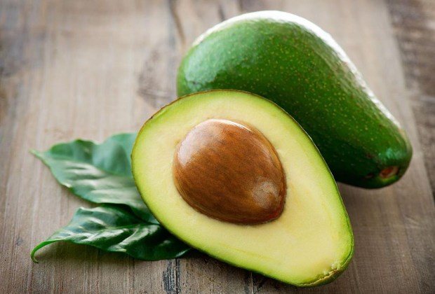 Mascarillas de tres ingredientes para un pelo envidiable - avocado-1024x694