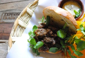 Expendio Tradición: Cocina oaxaqueña de taller y mezcalería centenaria