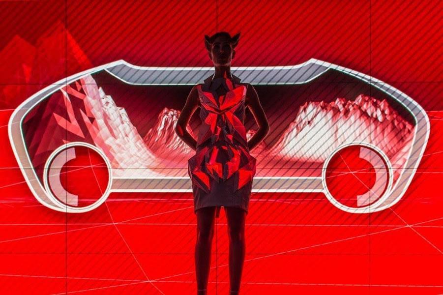 La realidad virtual de Anouk Wipprecht y Audi - Projection-map-dress-2
