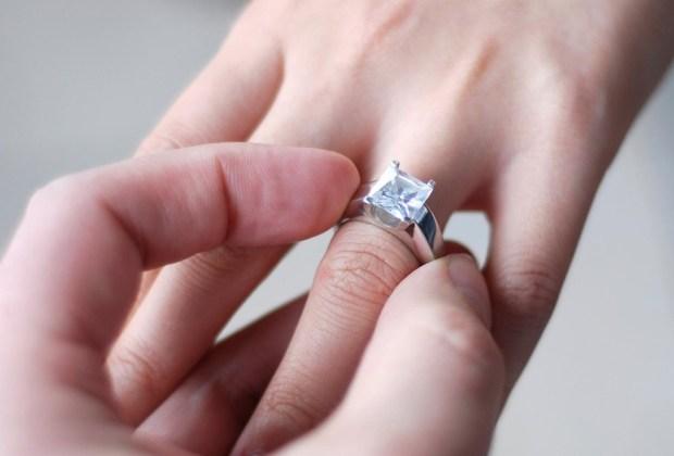 Qué hacer si NO te gusta tu anillo de compromiso - anillo-de-compromiso-2-1024x694