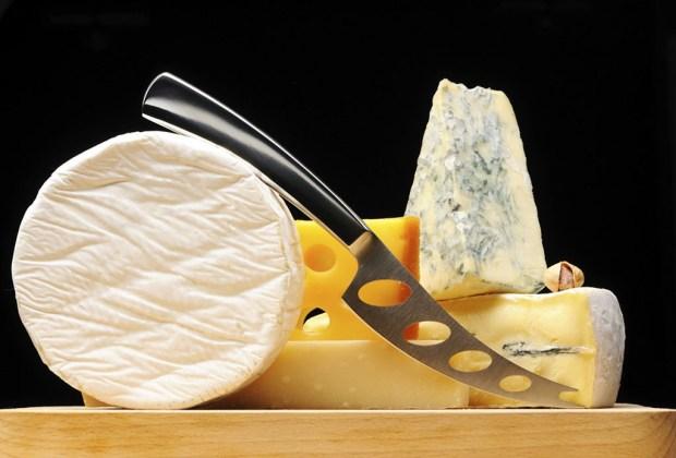 10 cosas que toda mujer debe tener en su hogar antes de cumplir 30 - quesos-tabla-1024x694