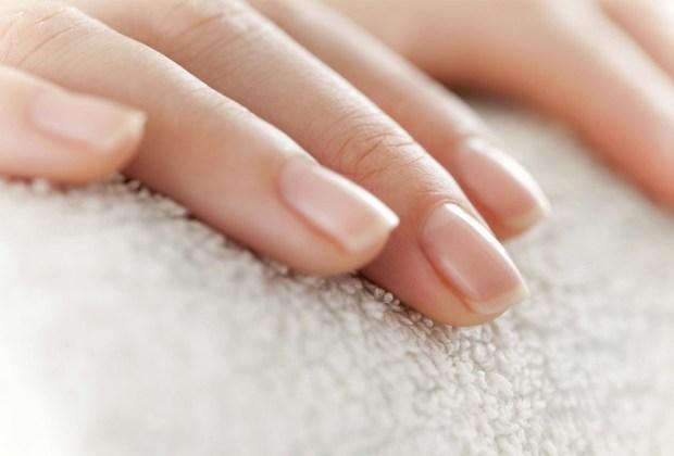 8 aspectos de tu cuidado personal en los que ellos se fijan - manicure-1024x694