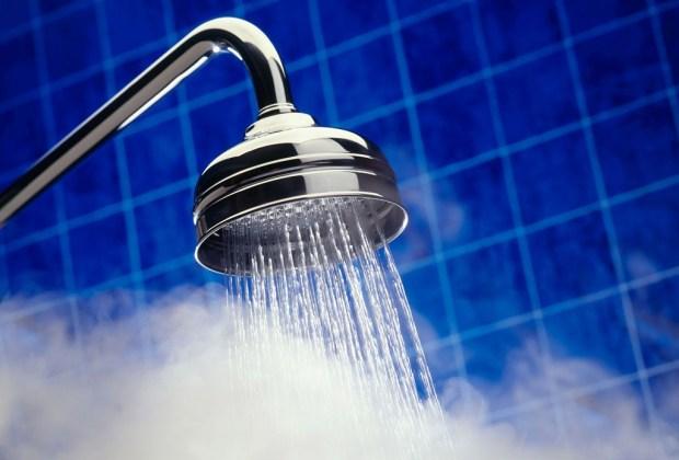 5 errores de belleza que cometes al bañarte y no lo sabías - agua-caliente-1024x694