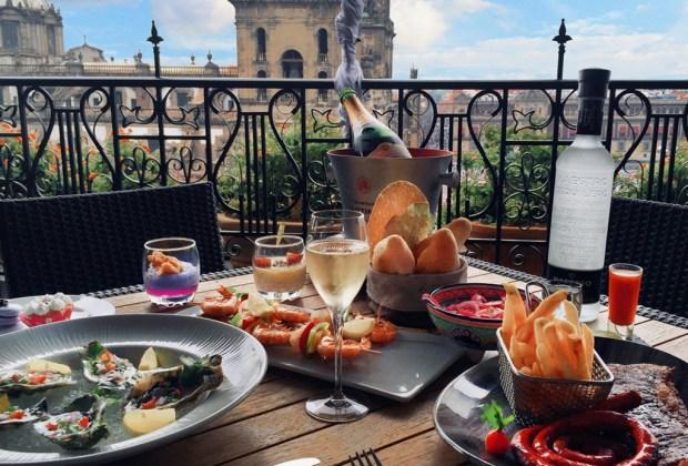 Los 10 mejores hoteles para hospedarte en el D.F. - balcon-del-zocalo-brunch-1024x694