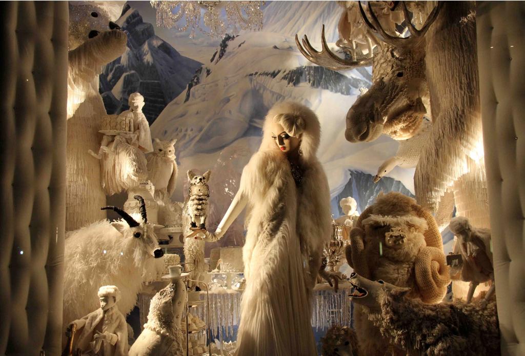 El lujo y la Navidad: La historia detrás de los escaparates invernales más impactantes