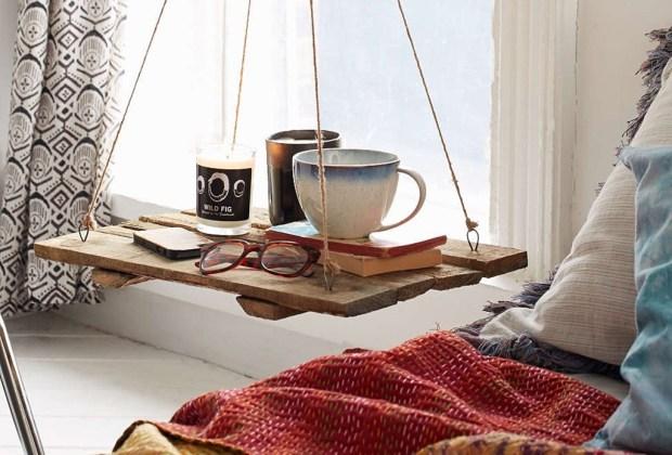 Arma un confortable rincón de relajación con estos sencillos consejos - mesita-relajacion-1024x694
