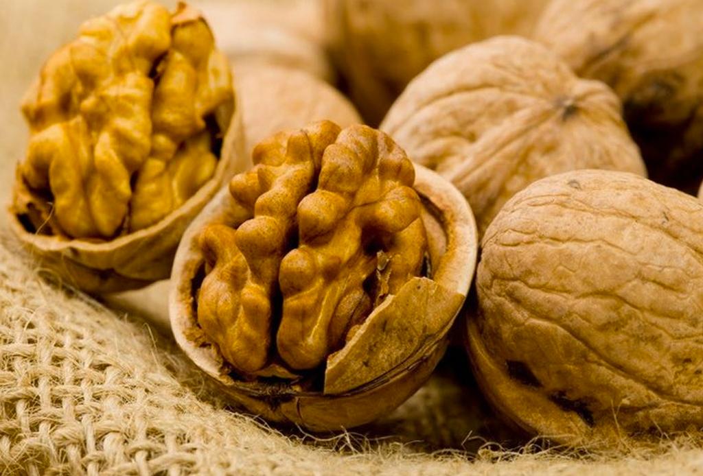 Estos son los mejores alimentos para la salud de tu cerebro - nueces-1024x694