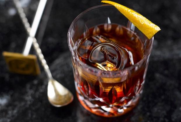 ¿Qué destilado es el que produce la peor resaca? - drinks-alfombra-roja-3-1024x694