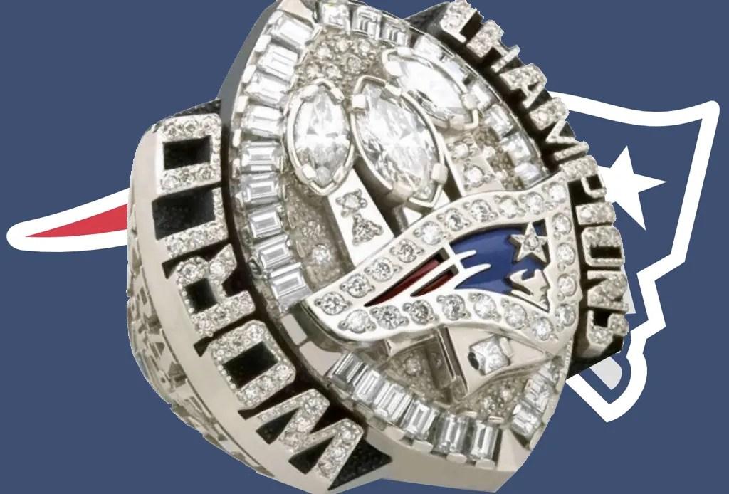 Los 5 anillos del Super Bowl más costosos de la historia - patriotas-2004