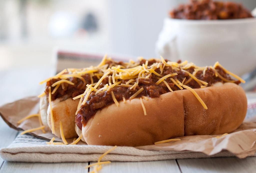 Te decimos cómo preparar unos deliciosos «Chili Dogs» con esta receta