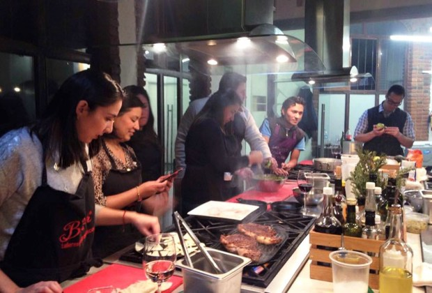6 lugares para aprender a cocinar con tus amigos - cocina4-1024x694