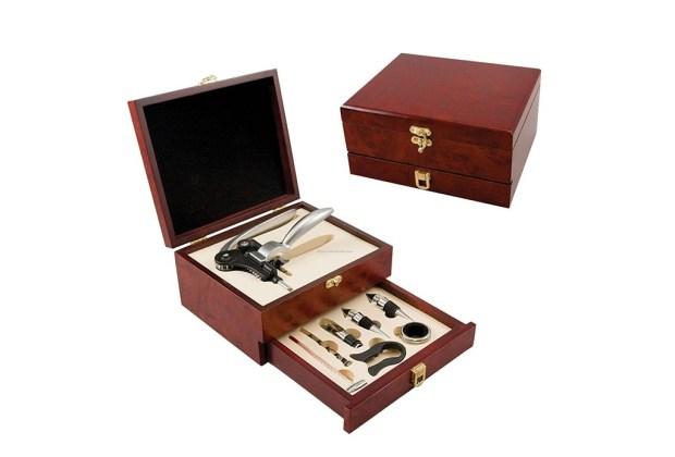 10 objetos que todo hombre debe comprar antes de los 30 - vino-1024x694
