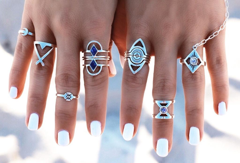 6 piezas de joyería para combinar con tu outfit playero - anillos
