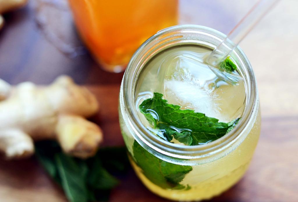 Prepara una refrescante limonada con menta y jengibre - limonada-2