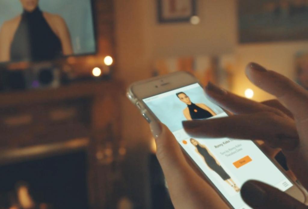 EVER: La app con la que puedes comprar los looks de las series