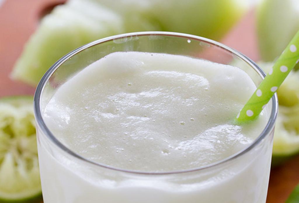 Prepara un refrescante smoothie de vino blanco