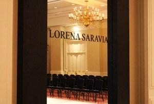Conoce la nueva colección de Lorena Saravia y celebra con Johnnie Walker