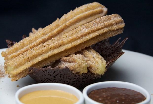 Dale la bienvenida al verano con un frappuccino de ¡CHURRO! - churros-1024x694
